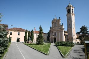 chiesa piazza roma